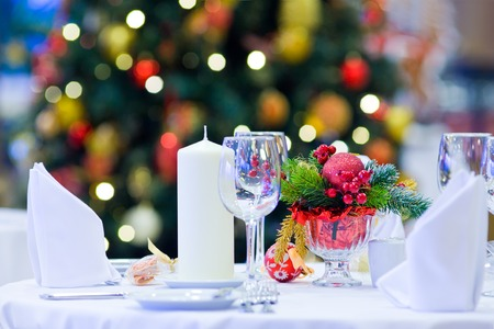 served table in a restaurant decorated for Christmas Archivio Fotografico