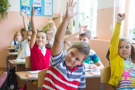 Children from primary school to pull up the hand lesson in the classroom Stock Photo