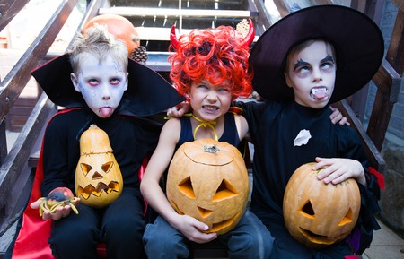 Children in halloween costumes show funny faces 版權商用圖片