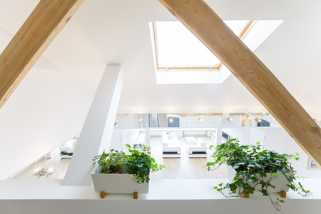 wooden floors: modern interior light a large apartment in mansard