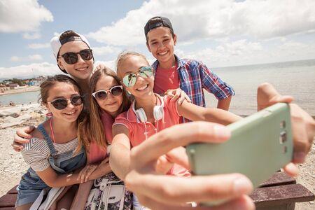 group of teenagers making fun selfie together 版權商用圖片