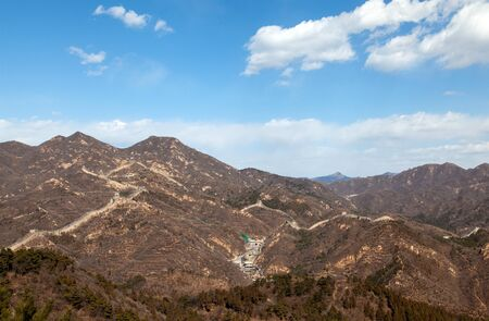 Famous Chinese Great Wall silhouette on brown hill 스톡 콘텐츠