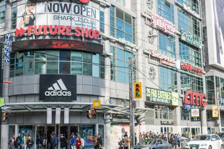 TORONTO, ON, CANADA - OCTOBER 30: Building with various stores at the side of Dundas Square, in Toronto Canada on October 30, 2013 Redakční