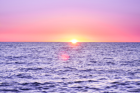 purple landscape with sea and sunset. evening sun over ocean. beautiful scenery with sunrise over sea panoramic view 版權商用圖片 - 117765130