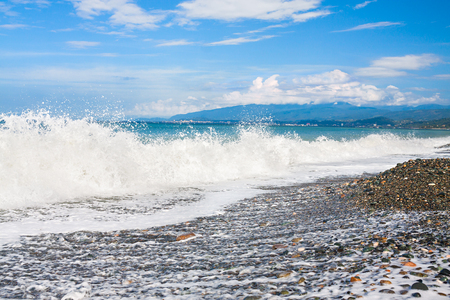 beautiful sea landscape with blue sky and white clouds. panoramic view of coast and sea. scenery with ocean waves surf on shore 版權商用圖片 - 117765133