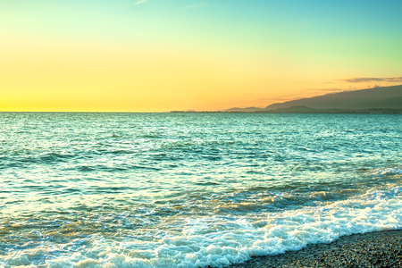 sea landscape with a sunset. evening surf ocean. beautiful scenery with sunrise over sea panoramic view 版權商用圖片 - 117765147