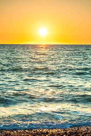 sea landscape with a sunset. evening surf ocean. beautiful scenery with sunrise over sea panoramic view 版權商用圖片 - 117765151