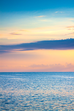 beautiful sea landscape with a sunset. evening sky with clouds over ocean. scenery with sea panoramic view 版權商用圖片 - 117765176