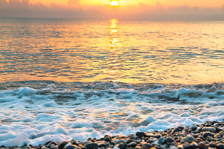 sea landscape with a sunset. evening surf ocean. beautiful scenery with sunrise over sea panoramic view 版權商用圖片 - 117765181