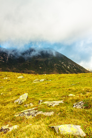 beautiful mountain landscape with sky and clouds. rocky autumn scenery scenic panoramic view 版權商用圖片 - 117765211