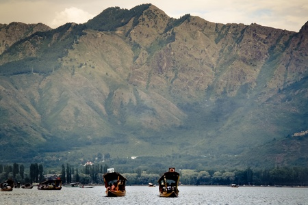 bordering: Mountain range bordering Dal Lake in Srinagar