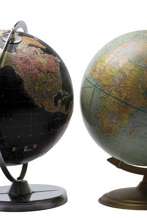 continente americano: Mundo terrenal en color negro que muestra el continente americano frente a un planeta azul que muestra el continente africano