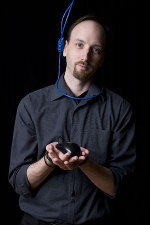 ahorcado: T�cnico de computadoras con las manos atadas y ahorcado noeuce alrededor de su cuello