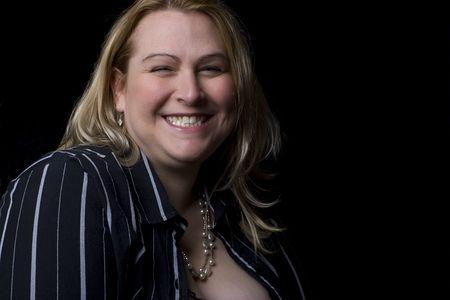 Volledige cijfer vrouwen in avond kleding, gevangen in het midden van een lach Stockfoto