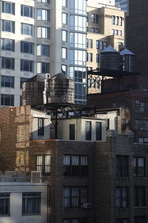 Building with on their roof in New York City Standard-Bild