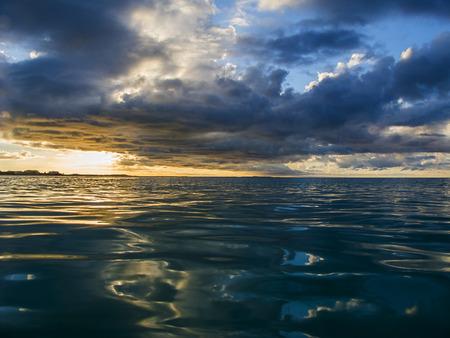 Sonnenuntergang über dem Atlantik Standard-Bild - 27951957