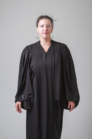 predicador: mediados de treinta algo mujer vestida con una t�nica predicador