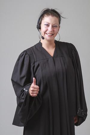 predicador: veinte algo mujer predicadora que los pulgares arriba Foto de archivo