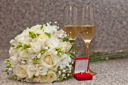Wedding bouquet, wine glasses with champagne and wedding rings Stock Photo - 10699262