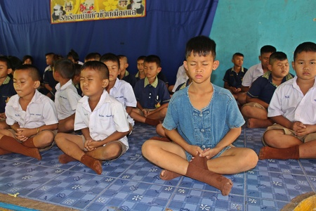 UDONTHANI, THAILAND – JULY 3, 2018:  Students,  sit for training the concentrate,  be morality of Buddhism,  that they do everyday before study in afternoon. 報道画像
