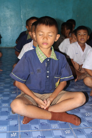 UDONTHANI, THAILAND – SEPTEMBER 14, 2018:  Asian student is training the concentration,  be morality of Buddhism,  he does everyday before study in afternoon. Redakční
