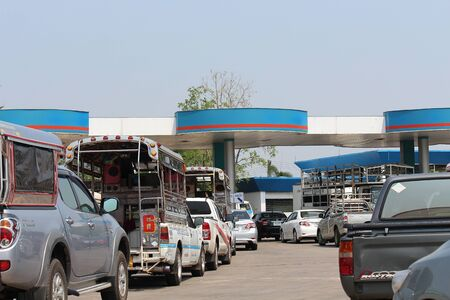 UDONTHANI, THAILAND – JANUARY 4, 2020:  The cars are in row for add fuel,  see these at oil station on weekend,  they will drive their car to tour during this holiday. Reklamní fotografie - 137282780