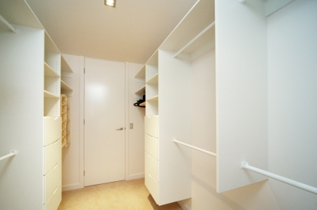 walk-in-closet photo
