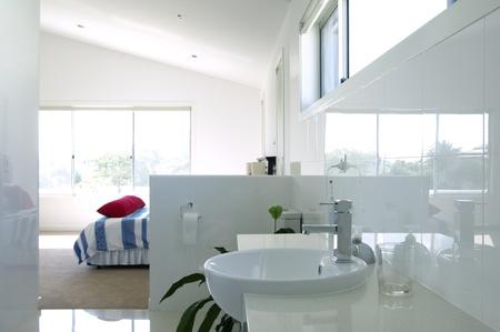 ensuite: Modern bedroom with en-suite bathroom