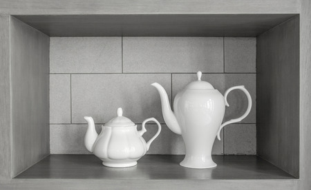 bedeck: 2 size of Tea pot for decoration the shelf