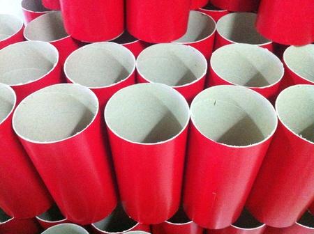 red tube: Tubo rosso per la decorazione