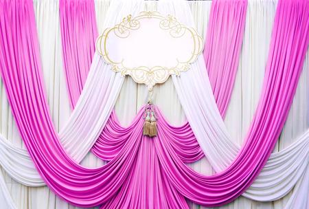 cortinas: blanco y rosa tel�n tel�n de fondo para la boda Foto de archivo