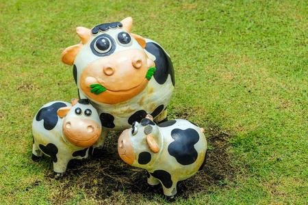 bandera de panama: cerrar estatua vaca sonrisa con cemento decoraci�n al aire libre Foto de archivo