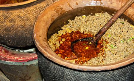 plato del buen comer: cerca de cerdo fr�o comida tailandesa comida tradicional en el norte de Tailandia Crey hornear y la placa de madera