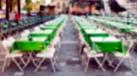 Unschärfe Biergarten Tisch im Freien erschossen