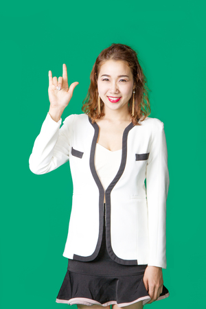 position d amour: asian Thai business woman greeting happy action on green screen Banque d'images
