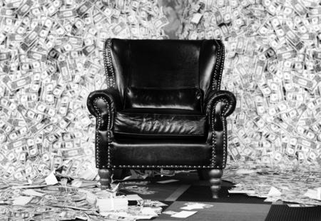Luxusledersofasitz im Konzept des reichen Mannes des Geldberges