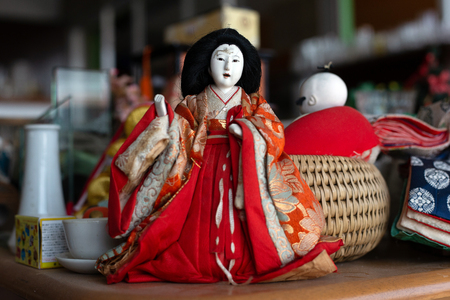 1 January 2019,Nakorn Rachasima ,Thailand. Vintage Japanese ceramic doll on garage sale market on street fair for used toy collecter Banque d'images - 119485627