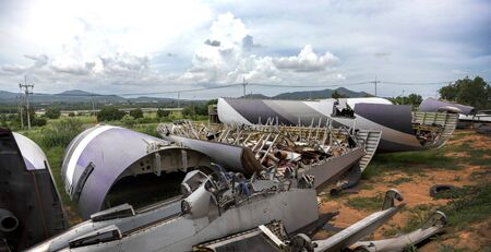 crash aeroplane garbage on mountain hill garbage site Zdjęcie Seryjne
