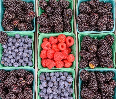 その他の新鮮な果実の真ん中にラズベリー 写真素材