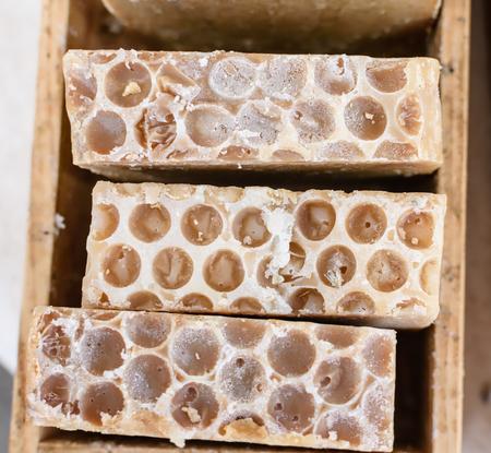 木箱で地元の蜂蜜