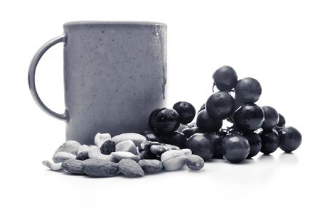 コーヒー、お茶、ナッツ、黒と白のフルーツ