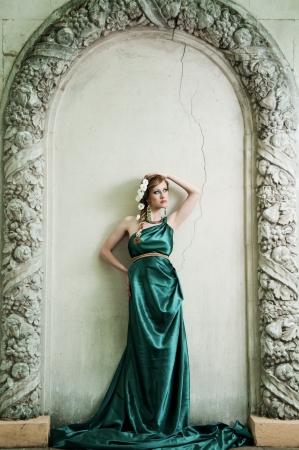 Antigüedad Retrato de muchacha hermosa atractiva en la imagen de Foto de archivo - 14051627