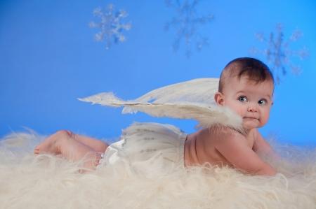 bebe angel: Linda Navidad �ngel beb� con alas de �ngel Foto de archivo