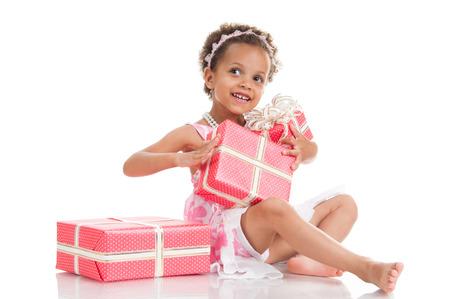 mulato: La ni�a mulata sorprendi� con regalos. Foto de archivo