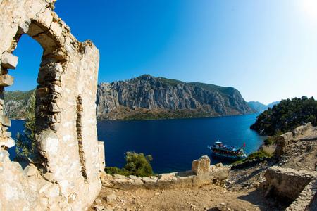 地中海の海の風景です。山と海のトルコ。