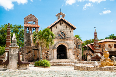 Ancient village Altos de Chavon - Colonial town reconstructed in Dominican Republic. Casa de Campo, La Romana. 免版税图像