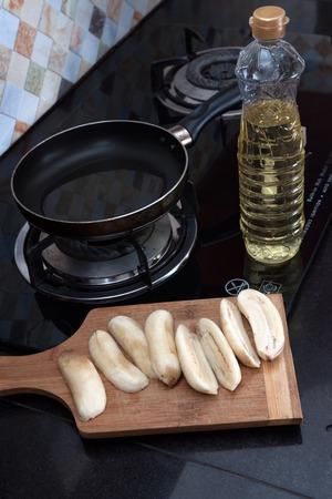 platanos fritos: Proceso de pl�tanos fritos Cocinar con huevos revueltos, corte los pl�tanos a bordo cerca de la sart�n y el aceite vegetal