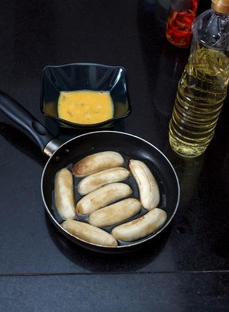 platanos fritos: Proceso de pl�tanos fritos Cocinar con huevos revueltos, corte los pl�tanos en una sart�n cerca revueltos de huevo y aceite vegetal