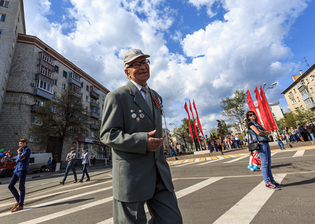 annexation: ULYANOVSK, RUSSIA - MAY 9, 2016: An old veteran takes part at Immortal regiment on 9 May, 2016 in Ulyanovsk, Russia