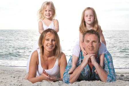 Happy family enjoy summer day at tropical beach. 版權商用圖片